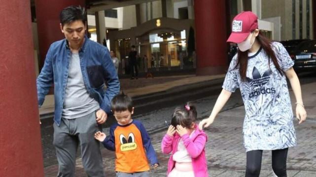 网曝马蓉离婚后携儿女现身, 和王宝强堂弟同住酒店被拍