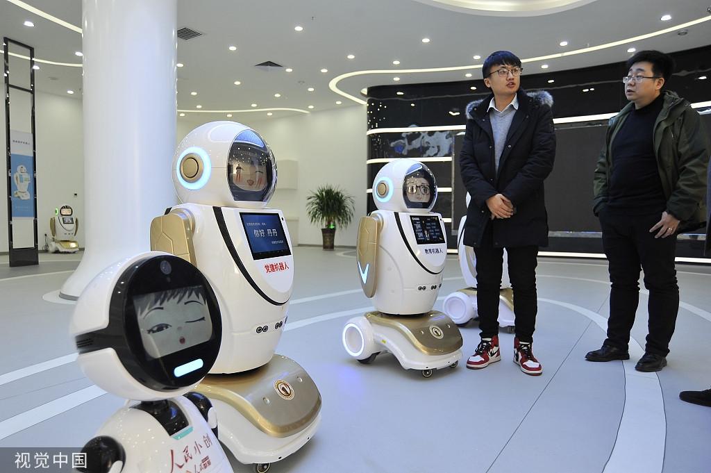 甘肃张掖: 第100台智能机器人在陇上下线