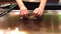 实拍日本铁板烤虾,按下去的那一刻不觉得难受吗