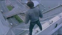 成龙被载入吉尼斯世界纪录的镜头 这一跳奠定成龙在世界影坛地位