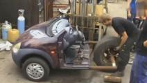骨灰级汽车改装爱好者,小伙愣是把好好的轿车拆成了三轮车