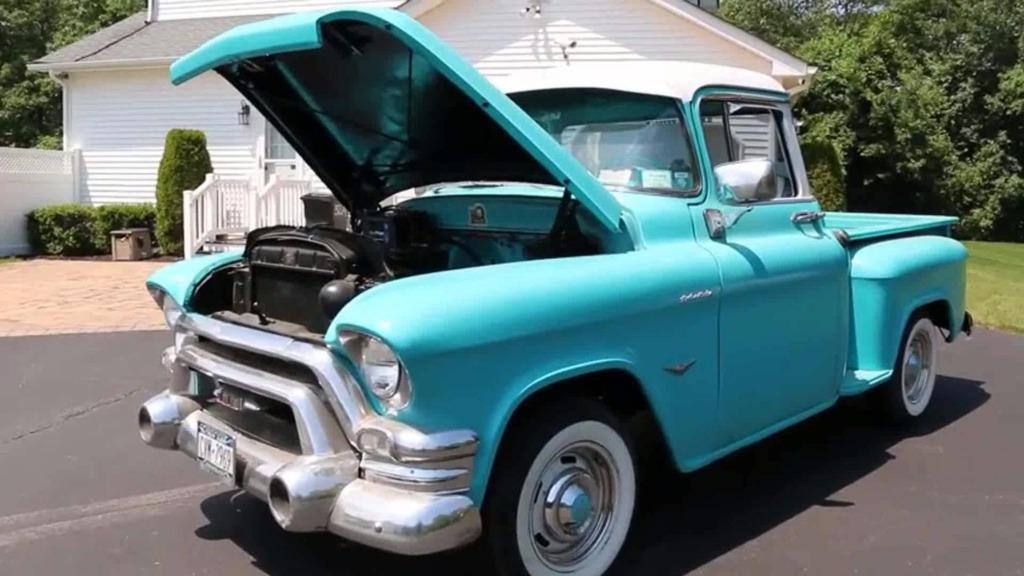 富翁收藏五十年前的通用皮卡汽车,比新车还好开,就是有个坏处