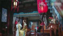 《龙珠传奇》杨紫被打手板秒变怂包,痛哭竟那龙袍当抹布