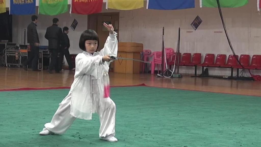 妍妍7岁.2013太极剑比赛
