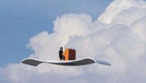 老汉用76个风扇发明飞天神毯,成本1万元,开着它上下班不怕堵