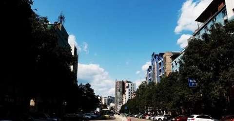 八台山风景区,作为万源与城口的分水岭,东坡为城口管辖,主峰与西坡为