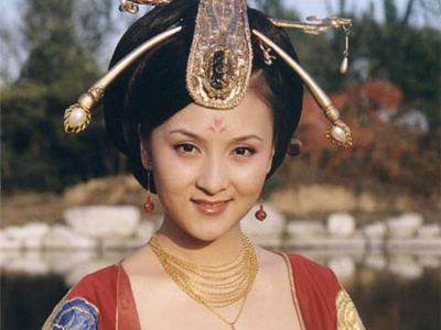 温峥嵘在《无字碑歌》中饰演了青年时期的武则天和太平公主两个角色