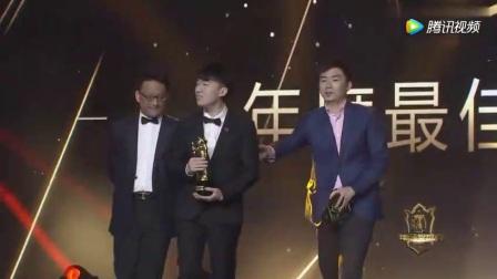 英雄联盟年度颁奖盛典: 虎九万RNG Xiaohu,虎大将军最佳中单!