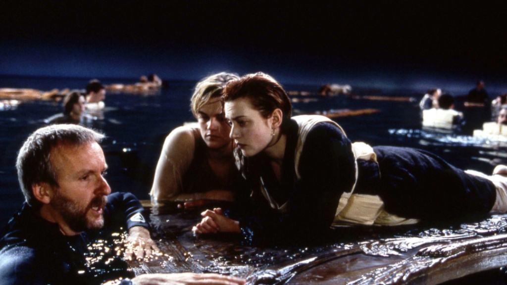 回顧電影《泰坦尼克號》, 重溫羅曼蒂克式愛情, 致敬經典。