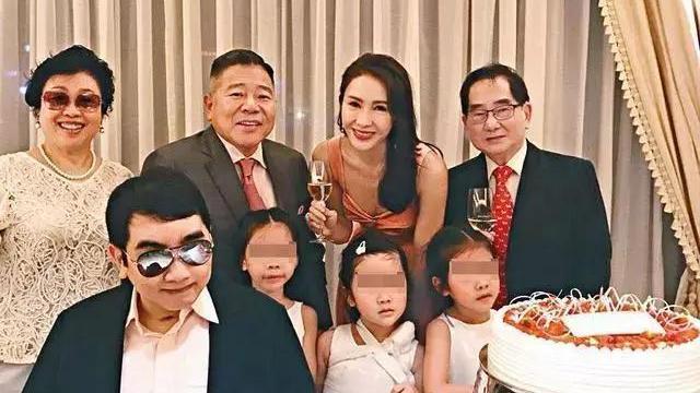 香港豪门太太过年, 徐子淇秀豪宅, 黎姿最接地气