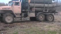 卡车轮胎加上这个装置后,再也不怕泥地了
