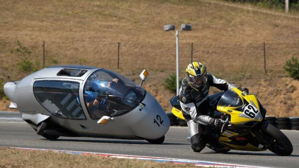 不会倒的全封闭摩托车,配置比汽车高,你会买吗?