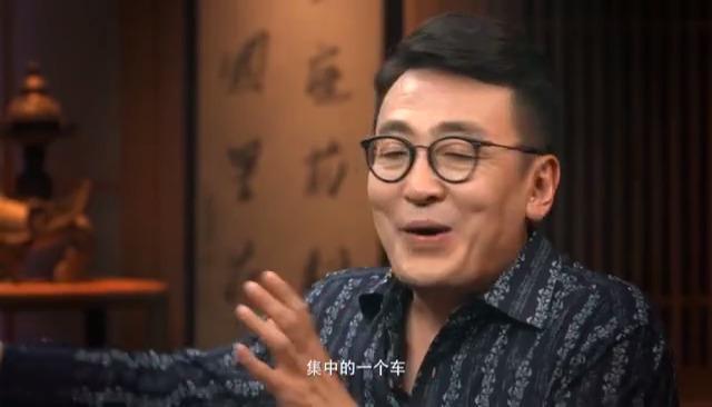 窦文涛: 多年前我去过一个富豪家,当然,如今他已经潜逃国外!