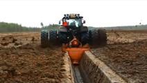 用它掘地三尺,德国挖沟机械效率高,一次成型!