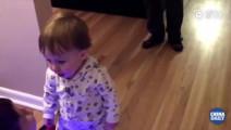 11个月大的萌娃花式开平衡车,不服不行!
