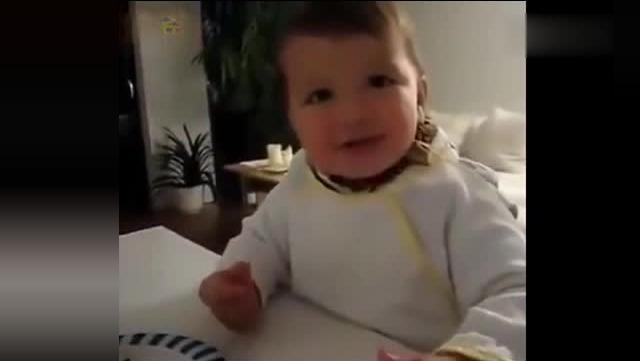 国外萌宝想吃包子,爸爸却非让他先说中文,看完太搞笑了