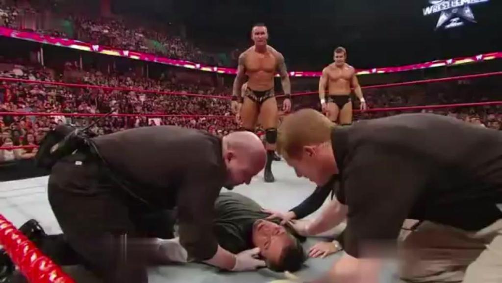 """WWE""""大反派""""兰迪奥顿一时急眼,错手打晕HHH的老婆,这下闯大祸了"""