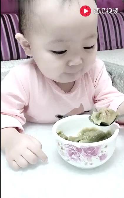一岁半女汉子吃货,一口一个蔬菜水饺