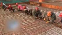 中国小伙发明扎铁丝神器,太实用了,简直就是建筑工的福音