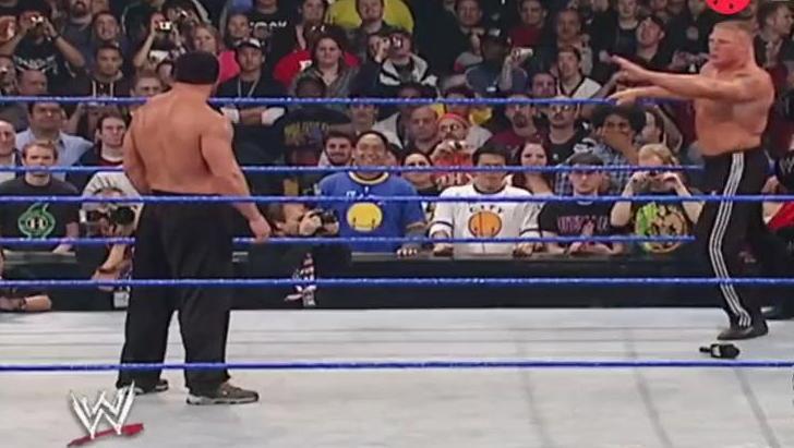 WWE高柏战神之锤打废野兽大布,因出手太重,被安保人员带走!