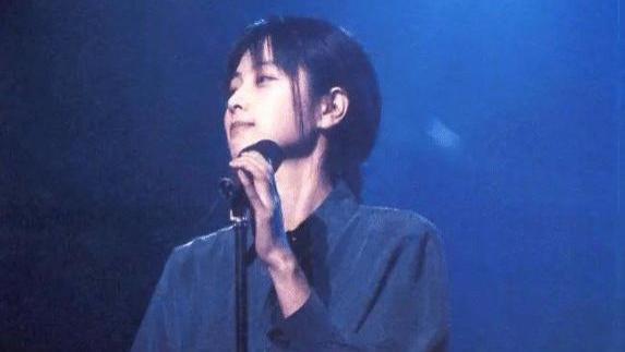 他曾被所有歌手崇拜,一首歌红了27年,今歌曲已被写入教科书