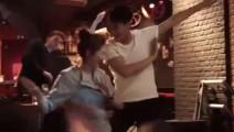 靳东、江疏影主演的电视剧《恋爱先生》近日杀青!老干部不仅能唱会演,尬起舞来也是这么帅!