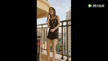 流浪歌手三亚旅途给大家带来正能量歌曲《我的未来不是梦》超好听!
