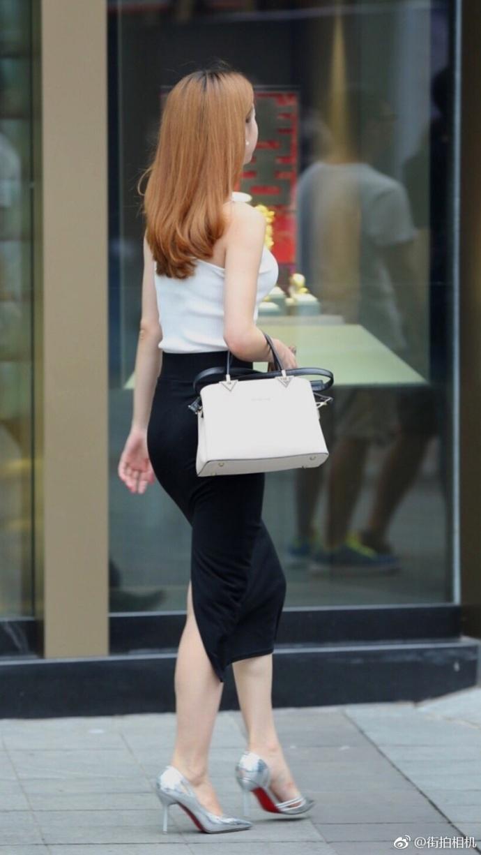 街拍黑色紧身裙的高跟鞋美女 6