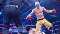 武僧一龙遭日本拳王飞膝顶翻,暴怒后吊打对手3分钟!