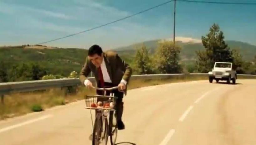 憨豆先生太机智了,骑自行车不用自己蹬