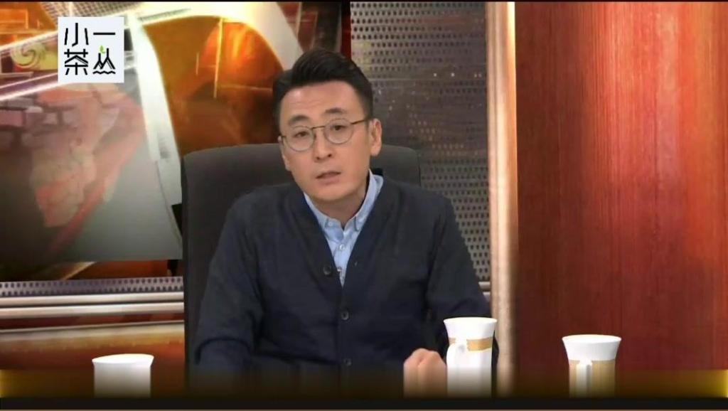 年轻人说在香港有钱活在天堂,窦文涛马家辉各有观点