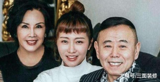 62岁潘长江亲弟弟曝光, 原来是大家熟悉的他, 长相差距一目了然!
