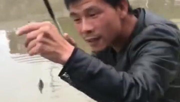 钓鱼: 看他钓鱼的这个过程,就知道不做演员可惜了!
