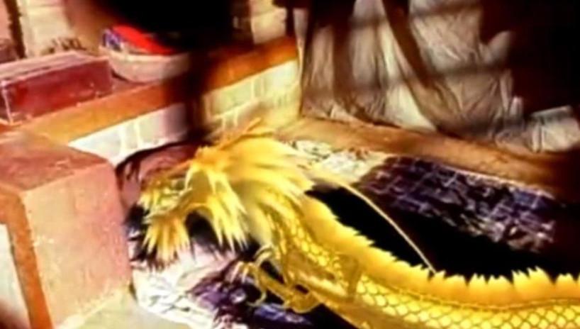 马皇后伺候病重的朱元璋吃药,意外看见他的龙之真身