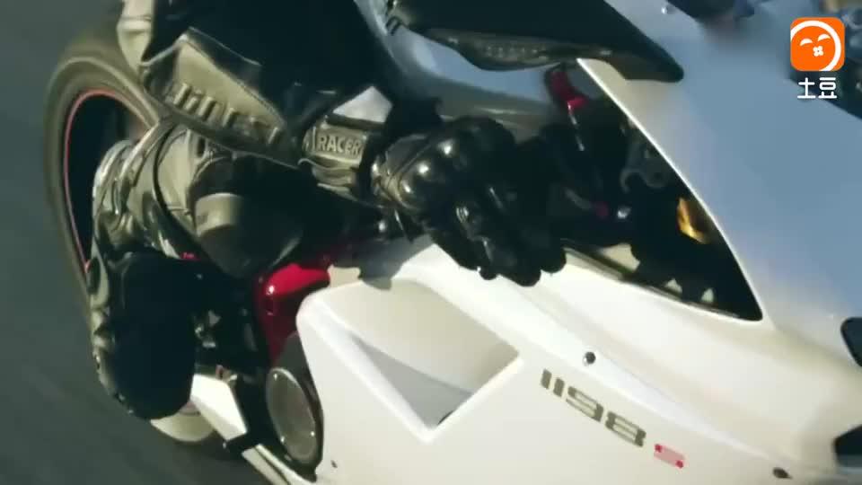 摩托车就该这么飙, 必须得对得起摩托车这身价