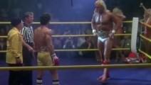 巨星史泰龙对抗WWE巨人,开场没几秒现场上的观众就沸腾了起来!