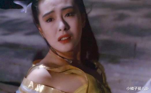 不过谁又能想到在读小学时候的王祖贤,整个人都胖乎乎的像个小胖妞,而且是从15岁的时候开始就美若天仙了