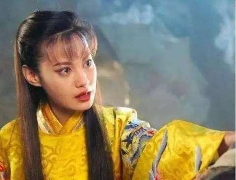 朋友抛弃他,使她痛恨在心,最后当上皇妃后,把铁心兰,江别鹤等人杀死.