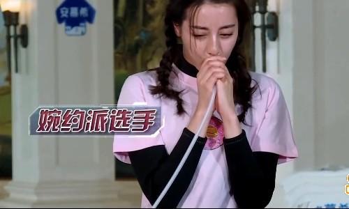 迪丽热巴肺活量明显强于杨颖最后时刻放水自己跌落泳池