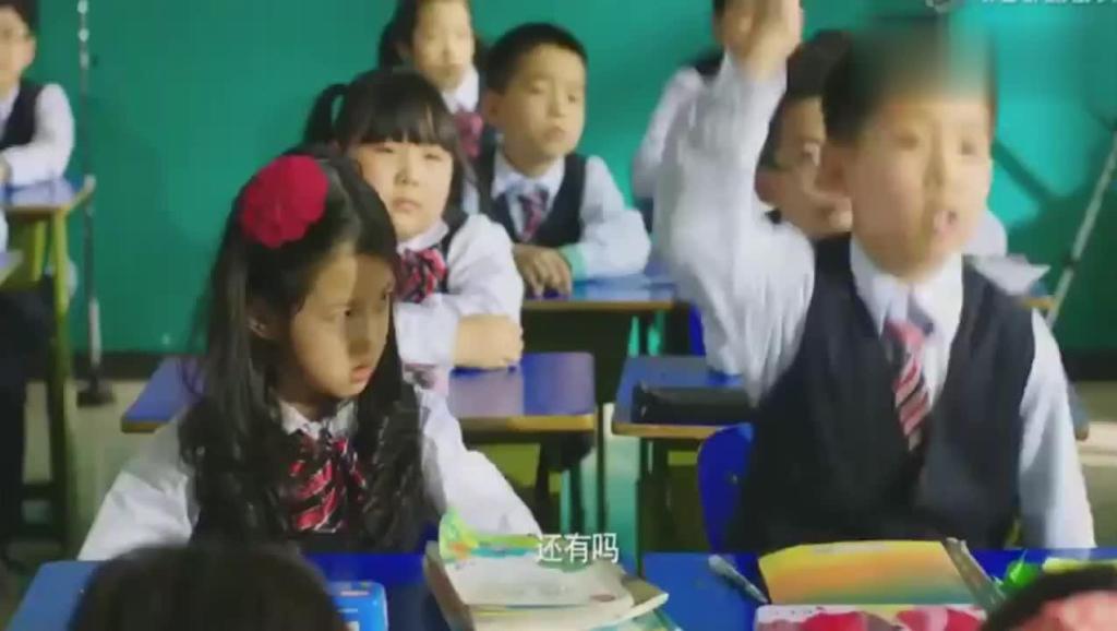 美女老师上课,又让小明滚出去了,只是因为小明上课干了这事