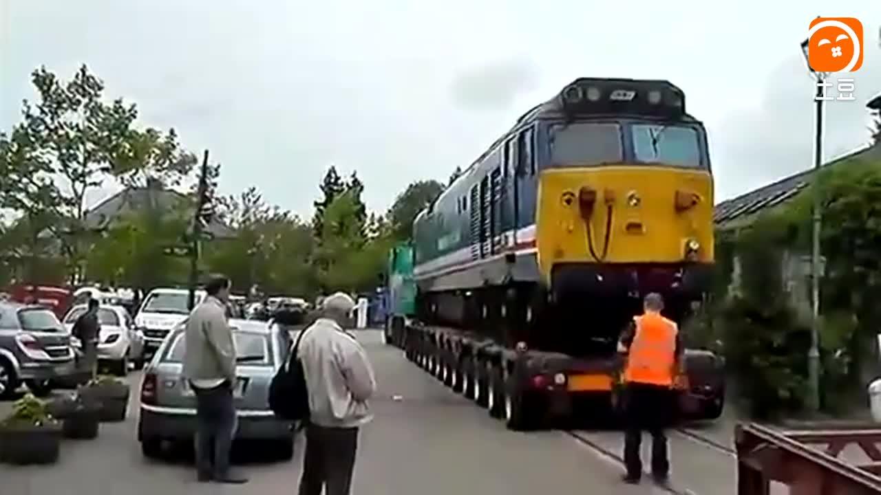 这才是老司机, 运输火车头不可怕, 卸火车头才难!