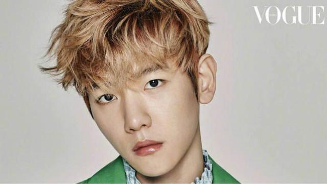 exo边伯贤新鲜出炉的杂志拍摄花絮,超帅的绿衣小王子!