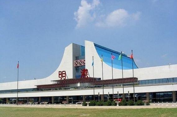 拥有飞机场,高铁站,火车站的镇——明港镇,隶属于河南省信阳市平桥区