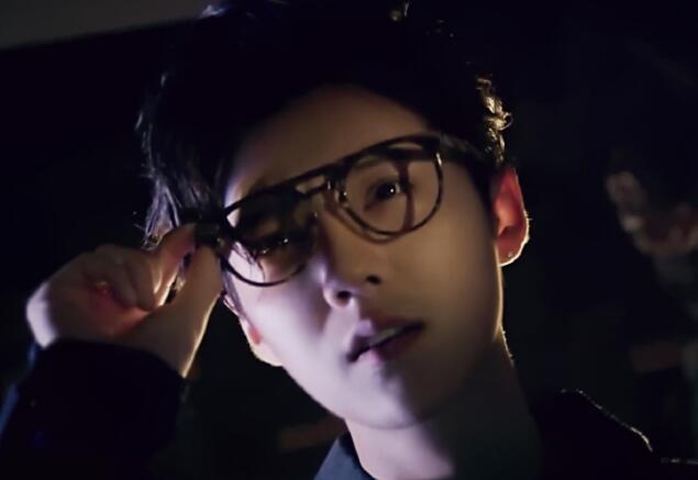 男星戴眼镜后, 鹿晗男人范十足李易峰有型, 最后一位