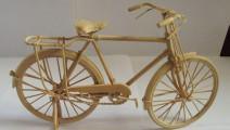 牛人脑洞大开用木头打造自行车,如果古人会做这个就不用养马了!