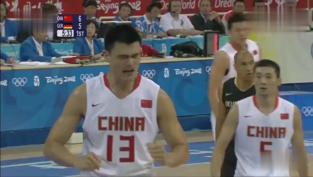 2008年北京奥运会姚明大战诺维茨基,势均力敌二人全场对飚,合砍49分