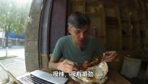 看中国人是怎么将猪蹄做到极致的,老外连吃5个给出了最高的赞美