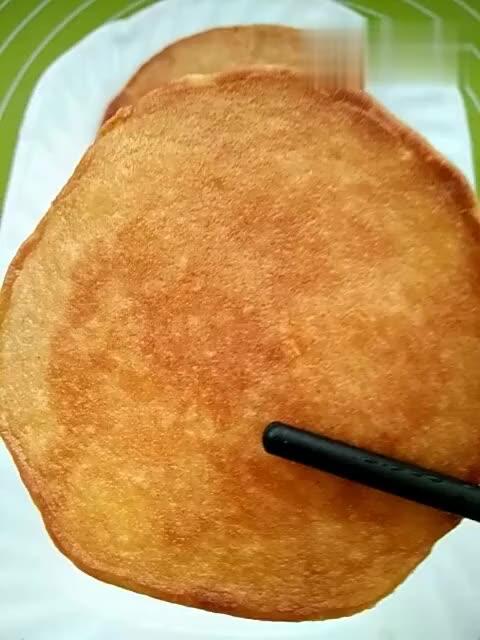 这种煎饼你肯定会喜欢, 你猜猜是什么做的