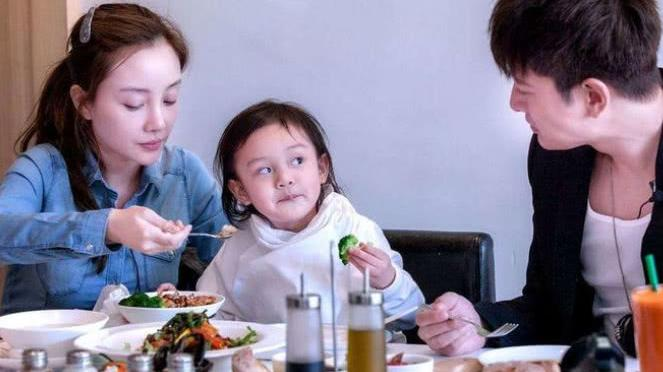 大方分享一家三口日常, 李小璐是最幸福的 贾乃亮终于不再低调,
