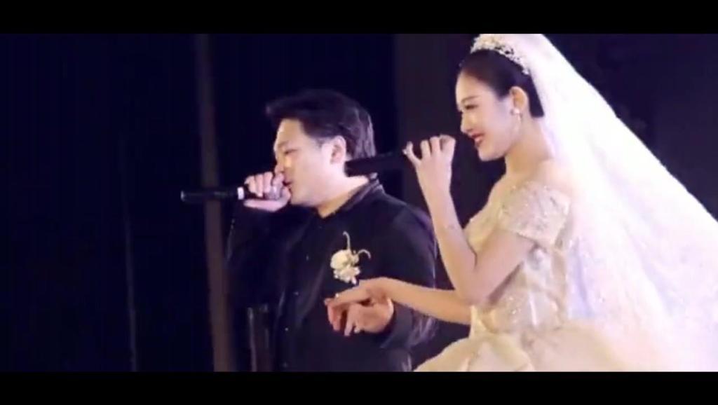 婚礼新人演唱《凉凉》,新郎好听,谁知新娘一开口全场沸腾